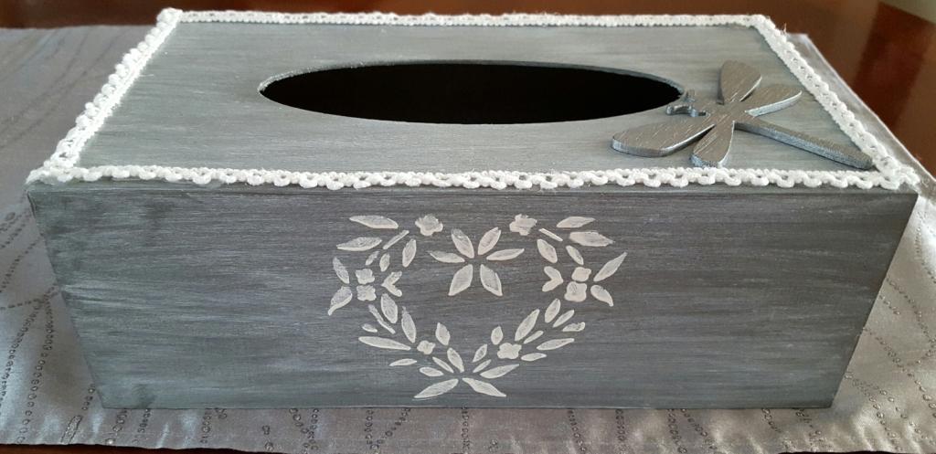 bo te mouchoirs grise patin e au gr du pinceau. Black Bedroom Furniture Sets. Home Design Ideas