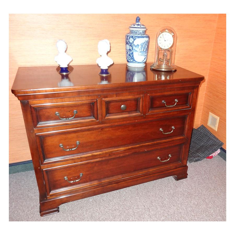 chambre en merisier relook e au gr du pinceau. Black Bedroom Furniture Sets. Home Design Ideas