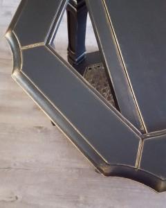 Satinelle noire avec détails à l'huile d'or
