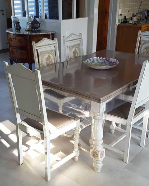Ensemble table et chaises relooké