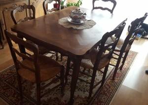 table à l'origine sombre